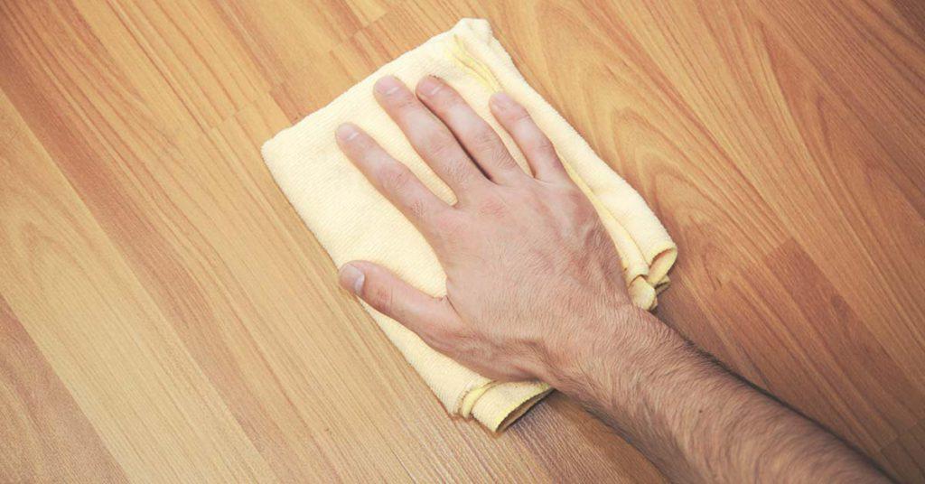 Hoe behandel ik mijn parketvloer met parketlak